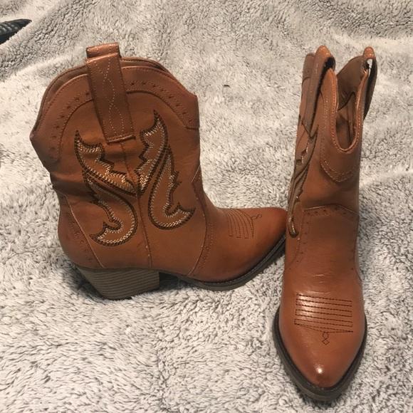 49171739e9a Mia Short Cowboy Boots NWT